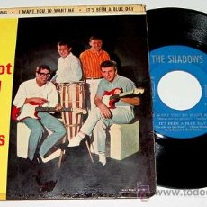 Discos de vinilo: ANTIGUO DISCO SINGLE FOOT TAPPING WITH THE SHADOWS - ATLANTIS; SHINDIG; I WANT YOU TO WANT ME; IT'S . Lote 20226311