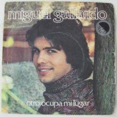 Disques de vinyle: MIGUEL GALLARDO - OTRO OCUPA MI LUGAR - SINGLE 1976. Lote 24129626