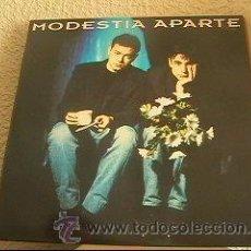 Discos de vinilo: MODESTIA APARTE - MODESTIA APARTE - LP POLYDOR ESPAÑA 1993 - ENCARTE CON LETRAS. Lote 26440466