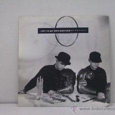 Discos de vinil: PET SHOP BOYS - LEFT MY OWN DEVICES / THE SOUND OF THE ATOM SPLITTING - EDICION ESPAÑOLA - EMI 1988. Lote 27520003