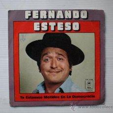 Discos de vinilo: FERNANDO ESTESO - YA ESTAMOS METIDOS EN LA DEMOCRACIA - SINGLE CBS 1977 - EXCELENTE ESTADO. Lote 29096106