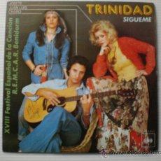 Discos de vinilo: TRINIDAD, SIGUEME FESTIVAL DE BENIDORM SINBLE CBS 1976, SEMINUEVO. Lote 29240144