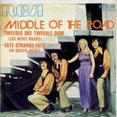 Discos de vinilo: MIDDLE OF THE ROAD / TWEEDLE DEE TWEEDLE DUM / IN QUESTA CITTA' (SINGLE 1971). Lote 30669549