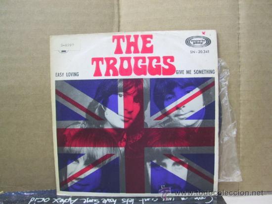 THE TROGGS - EASY LOVING / GIVE ME SOMETHING - EDICION ESPAÑOLA - MOVIEPLAY 1970 (Música - Discos - Singles Vinilo - Pop - Rock Extranjero de los 50 y 60)