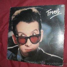 Discos de vinilo: ELVIS COSTELO AND THE ATTRACTIONS LP TRUST 1981 CON ENCARTE ORIGINAL. Lote 31830085