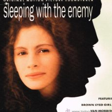 Discos de vinilo: SLEEPING WITH THE ENEMY - BSO - LP 1991 . Lote 31929357