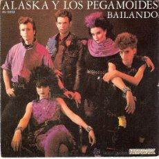 Discos de vinilo: ALASKA Y LOS PEGAMOIDES - BAILANDO + 2 (EP DE 3 CANCIONES) (45 RPM) CON ENCARTE - VG++/VG++. Lote 32423674