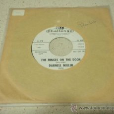 Discos de vinilo: DARNELL MILLER ( THE HINGES ON THE DOOR - SOLD THE FARM ) USA SINGLE45 CHALLENGE. Lote 33811487