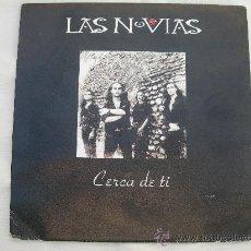Discos de vinilo: SINGLE LAS NOVIAS // CERCA DE TI // PRODUCCION Y DIRECCION ENRIQUE BUNBURY. Lote 34293103
