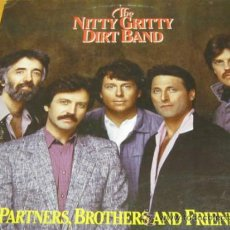 Discos de vinilo: THE NITTY GRITTY DIRT BAND - PARTNERS BROTHERS FRIENDS - LP - WB 1985 USA. Lote 34403351