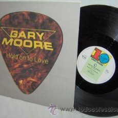 Discos de vinilo: GARY MOORE / HOLD ON TO LOVE 1983 !! RARO MAXI 3 TEMAS !! EDIT.ORIG.UK !!! IMPECABLE !!. Lote 34632831