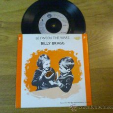 Discos de vinilo: BILLY BRAGG..BETWEEN THE WARS..WHICH SIDE ARE YOU ON..WORLD TURNED UPSIDE DOWN.IT SAYS HERE. Lote 34814147