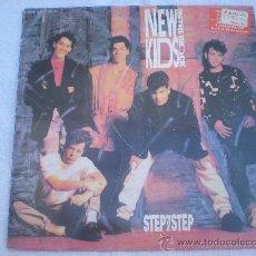 "Discos de vinilo: NEW KIDS ON THE BLOCK_STEP BY STEP_MAXI 12"" EDICION ESPAÑOLA_1990. Lote 35017476"