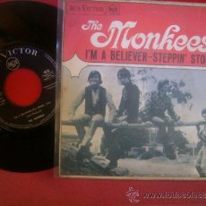 Discos de vinilo: SINGLE THE MONKEES I´M A BELEVER STEPPIN´ STONE RCA VICTOR 1967 MBE. Lote 35044037