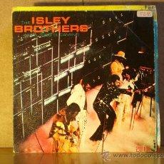 Discos de vinilo: THE ISLEY BROTHERS - ANDA TODO EL CAMINO ( WALK YOUR WAY ) / PASALO ( PASS IT ON ) - EPIC EPC 8607 . Lote 35239151