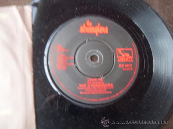 Discos de vinilo: THE STRANGLERS single Golden Brown + Love 30 Made in England 1982 - Foto 2 - 37948645