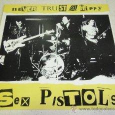 Discos de vinilo: SEX PISTOLS ( NEVER TRUST A HIPPY ) ENGLAND-1985 LP33 WARNER BROS. Lote 38423041
