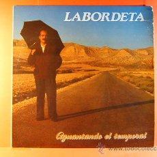 Discos de vinilo: AGUANTANDO EL TEMPORAL - JOSE ANTONIO LABORDETA - FONOMUSIC - CON LETRAS CANCIONES - 1985 - LP .... Lote 38881930
