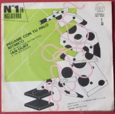 Discos de vinilo: PEGAME CON TU PALO RITMICO - HIT ME WITH YOUR RHYTHM STICK - IAN DURY & THE BLOCKHEADS. Lote 40407546