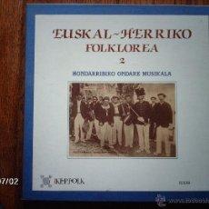 Discos de vinilo: EUSKAL - HERRIKO FOLKLOREA - HONDARRIBIKO ONDARE MUSIKALA - CAJA CON 2LPS Y CUADERNO DE 34 PÁGINAS. Lote 40717534