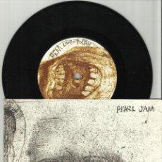 Discos de vinilo: PEARL JAM HAPPY WHEN I'M CRYING / R.E.M. LIVE FOR TODAY SINGLE SUPER RARO. Lote 40861105
