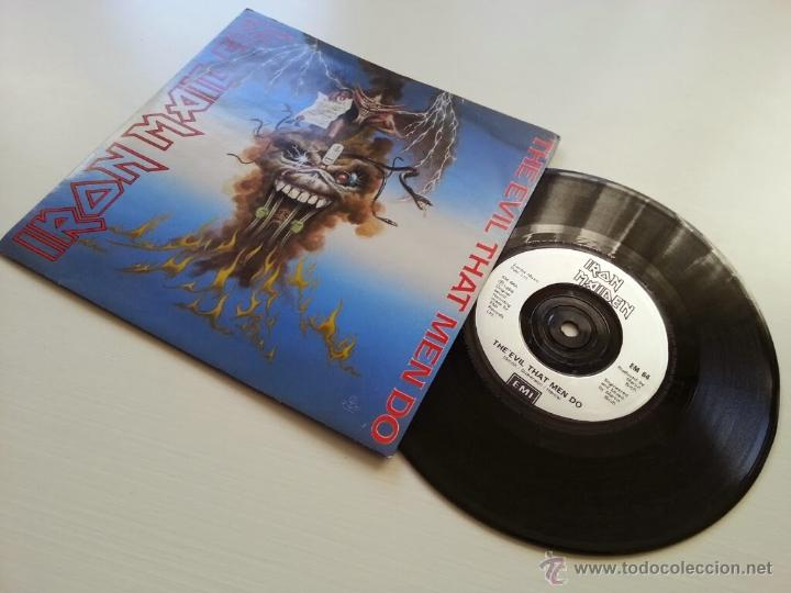 IRON MAIDEN - THE EVIL THAT MEN DO -ORIGINAL UK ENGLAND SINGLE -PLATED TEXTURE LABEL - VINILOVINTAGE (Música - Discos - Singles Vinilo - Heavy - Metal)