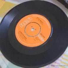 Discos de vinilo: ELVIS PRESLEY: SINGLE THE GIRL OF MY BEST FRIEND / A MESS OF BLUES - UK 1976. Lote 42451168