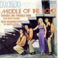 Discos de vinilo: MIDDLE OF THE ROAD / TWEEDLE DEE TWEEDLE DUM / FATE STRANGE FATE (SINGLE 1971). Lote 44856275