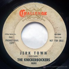 Discos de vinilo: KNICKERBOCKERS, THE - JERK TOWN / ROOM FOR ONE MORE (SG US 1965). Lote 34416356