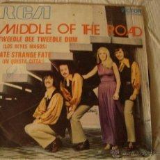 Discos de vinilo: DISCO MIDDLE OF THE ROAD / TWEEDLE DEE TWEEDLE DUM / FATE STRANGE FATE (SINGLE 1971). Lote 45111419