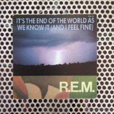 Discos de vinilo: R.E.M. REM IT'S THE END OF THE WORLD AS.. (OJO!!! SOLO CARATULA SIN DISCO) - UK. Lote 45395609