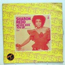Discos de vinilo: SHARON REDD - 'NEVER GIVE YOU UP' (MAXI SINGLE VINILO) - PEDIDO MÍNIMO 8€. Lote 223057603