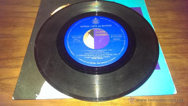 Discos de vinilo: RAPHAEL CANTA LA NAVIDAD SINGLE 1965, EL TAMBORILERO - Foto 3 - 43136847