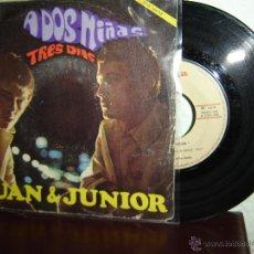 Discos de vinilo: JUAN Y JUNIOR A DOS NIÑAS SINGLES 45 RPM 1967. Lote 48740851