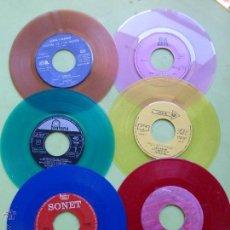 Discos de vinilo: LOTE DE 6 SINGLES DE DIFERENTES COLORES-DISCO SINGLE DE COLOR-VINTAGE-INTERESANTE PARA DECORACIÓN. Lote 49420956