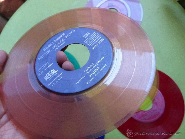 Discos de vinilo: LOTE DE 6 SINGLES DE DIFERENTES COLORES-DISCO SINGLE DE COLOR-VINTAGE-INTERESANTE PARA DECORACIÓN - Foto 3 - 49420956