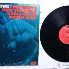 Discos de vinilo: JAMES BROWN - EVERYBODY'S DOIN' THE HUSTLE & DEAD ON THE DOUBLE BUMP (1ª EDICION USA 1975). Lote 49492426