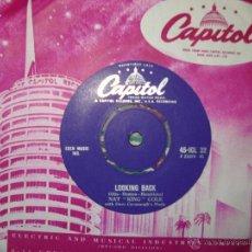 Discos de vinilo: NAT KING COLE - LOOKING BACK - DO I LIKE IT, UK SINGLE 1958. Lote 50189717