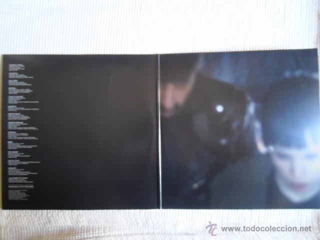 Discos de vinilo: CRYSTAL CASTLES - CRYSTAL CASTLES 2 LP + POSTER EU - Foto 2 - 33995051