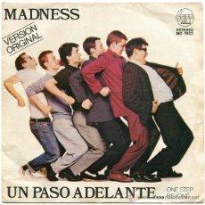 Discos de vinilo: MADNESS – UN PASO ADELANTE... (ONE STEP BEYOND...) - SG SPAIN 1980 - STIFF RECORDS MO 1922. Lote 50610762