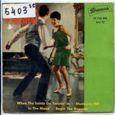 Discos de vinilo: CHUCK MARSHAL & THE TWIST-STARS / WHEN THE SAINTS GO TWISTUN' IN / BLUEBERRY HIL + 2 (EP 1962). Lote 51076917