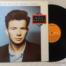 Discos de vinilo: RICK ASTLEY HOLD ME IN YOUR ARMS LP 1988. Lote 51142300