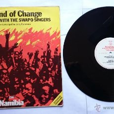 Discos de vinilo: ROBERT WYATT (SOFT MACHINE) WITH THE SWAPO SINGERS - THE WIND OF CHANGE / NAMIBIA (MAXI 1985). Lote 51382098