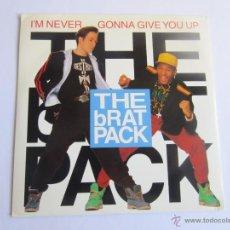 Discos de vinilo: BRAT PACK (CLIVILLES & COLE) - I'M NEVER GONNA GIVE YOU UP (2 VERSIONES) 1989 UK SINGLE. Lote 52420028