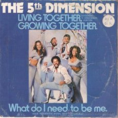 Discos de vinilo: SINGLE THE 5TH DIMENSION -LIVING TOGETHER EDITADO EN ESPAÑA 1973. Lote 52483683