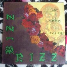 Discos de vinilo: BIZZ NIZZ - GET INTO TRANCE - MAXI - VINILO - BLANCO Y NEGRO - 1990. Lote 52886422