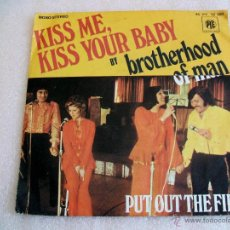 Discos de vinilo: BROTHERHOOD OF MAN : KISS ME, KIS YOUR BABY; PUT OUT THE. 1975. PYE 45 PY 12160 FRANCE.. Lote 52897960