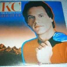 Discos de vinilo: KC & THE SUNSHINE BAND - GIVE IT UP - SINGLE. Lote 131945153