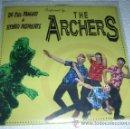 Discos de vinilo: THE HOLLYWOODS / THE ARCHERS – EP COMPARTIDO - SURF - THRASH - 2007. Lote 53598645