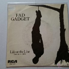 Discos de vinilo: FAD GADGET - LIFE ON THE LINE / 4M (1982). Lote 54211725